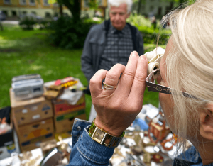 Some facts and history about flea markets.