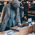 Tips on How to Close Sales With Customers at a Flea Market